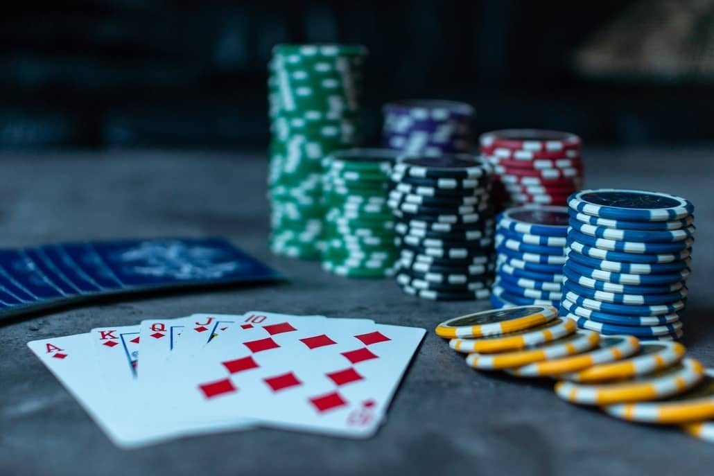 The Advantages of Playing Conventional Poker Gambling